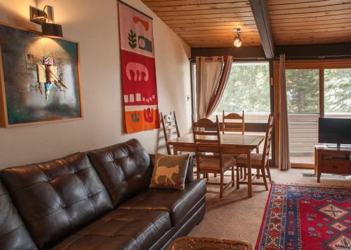 Condo-14-sierra-del-sol-New-Sofa
